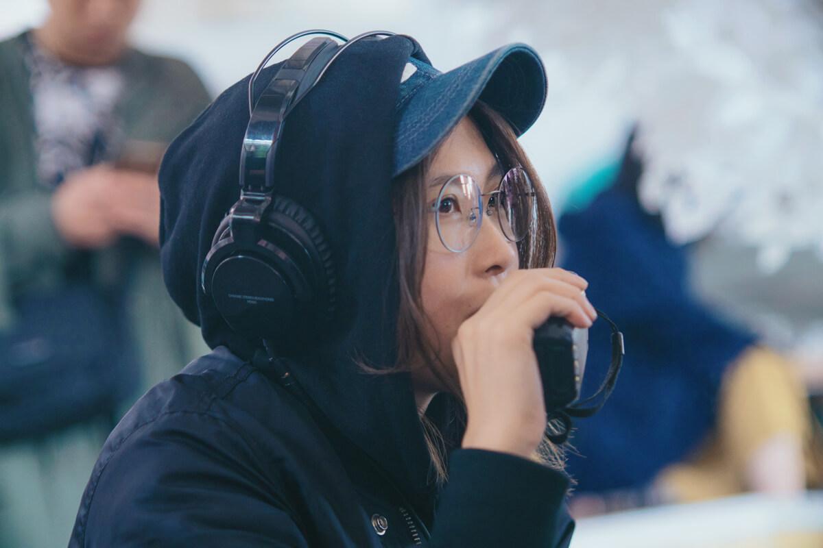 這次許鞍華當上監製,找她一起合作。製作時間相對趕急,由接到電話至拍攝期只是一個月時間,她因着對方的信任,二話不說走訪三地拍攝電影。