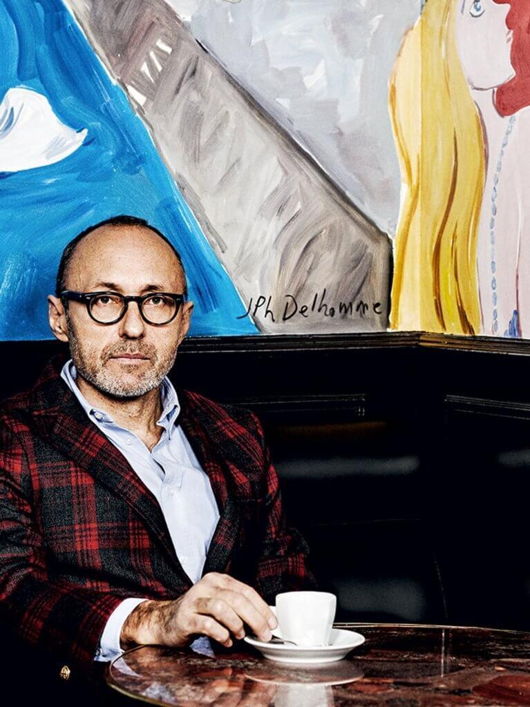 Jean-Philippe Delhomme生於藝術世家,祖父在五、六十年代是Lancôme的藝術總監,自八十年代起活躍藝術界,曾經為 、《Libération》、《GQ》繪畫過時裝插畫。