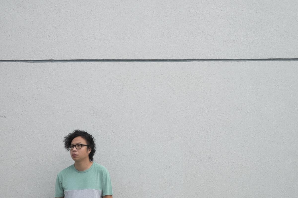 黃宇軒,藝術家、獨立策展人、學術工作者,長年關注當代城市研究及當代藝術。14年雨傘運動時,成立「雨傘運動視覺庫存計劃」,記錄和保存佔領區中與運動相關的重要創作和物件。