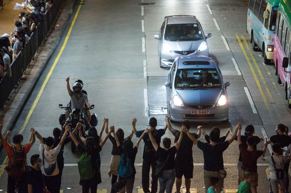 8月23日,逾21萬市民在各區組人鏈。
