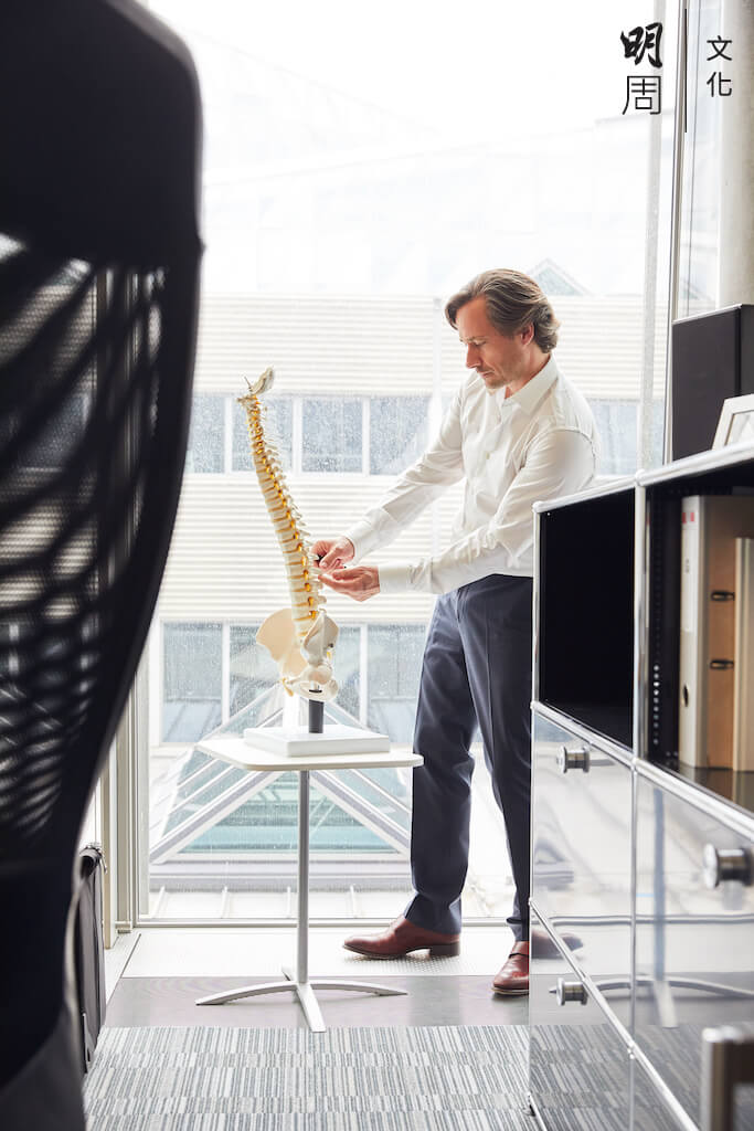 脊髓有三層膜覆蓋,硬脊膜是最外層,十分強韌,手術風險極低。
