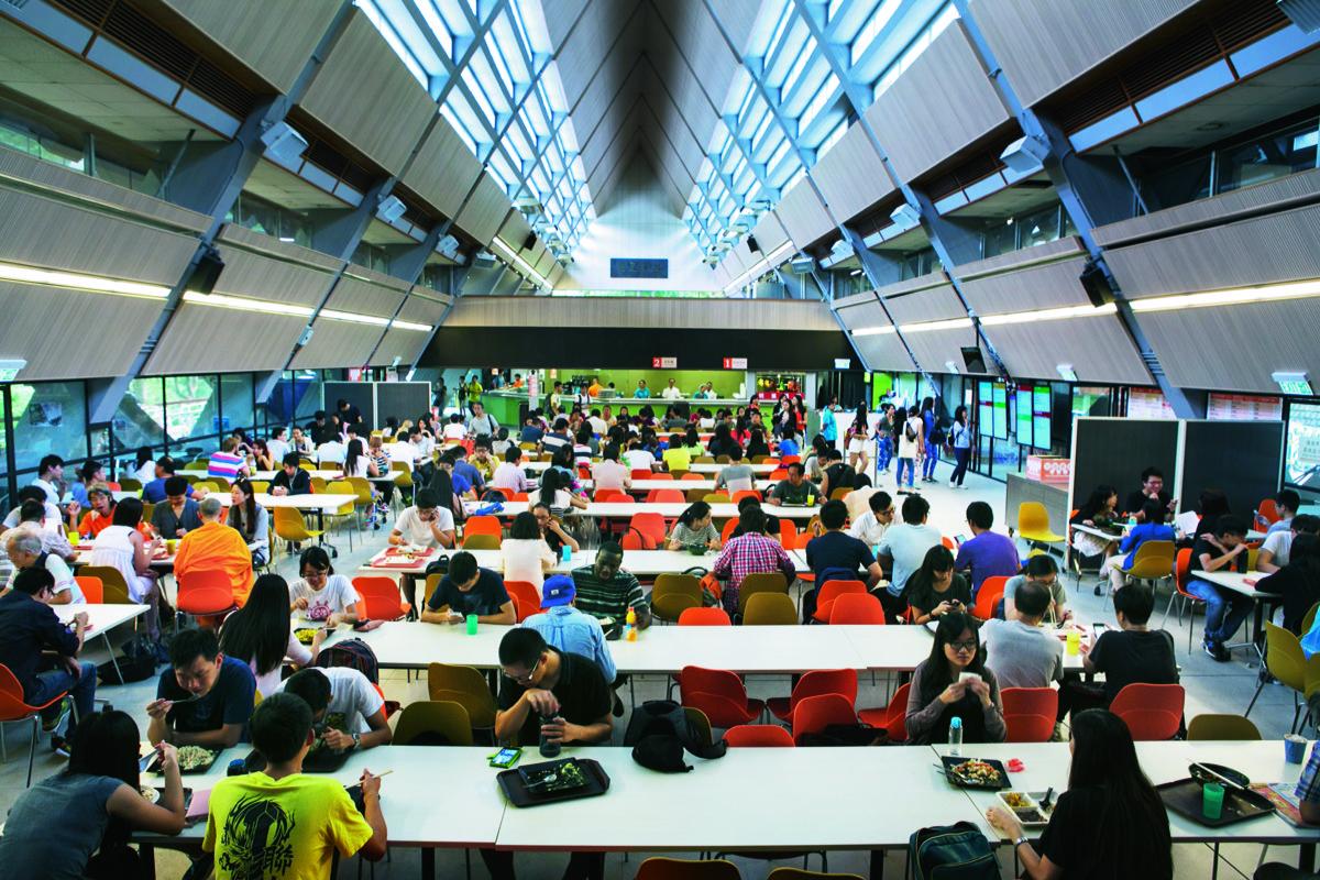 中午的canteen,學生較平日少了一點。