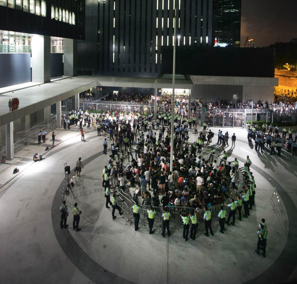 9月26日,罷課第五天,公民廣場內外不斷有學生市民前來聲援。