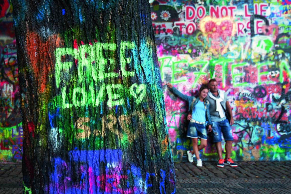 布拉格連儂牆成為旅遊熱點