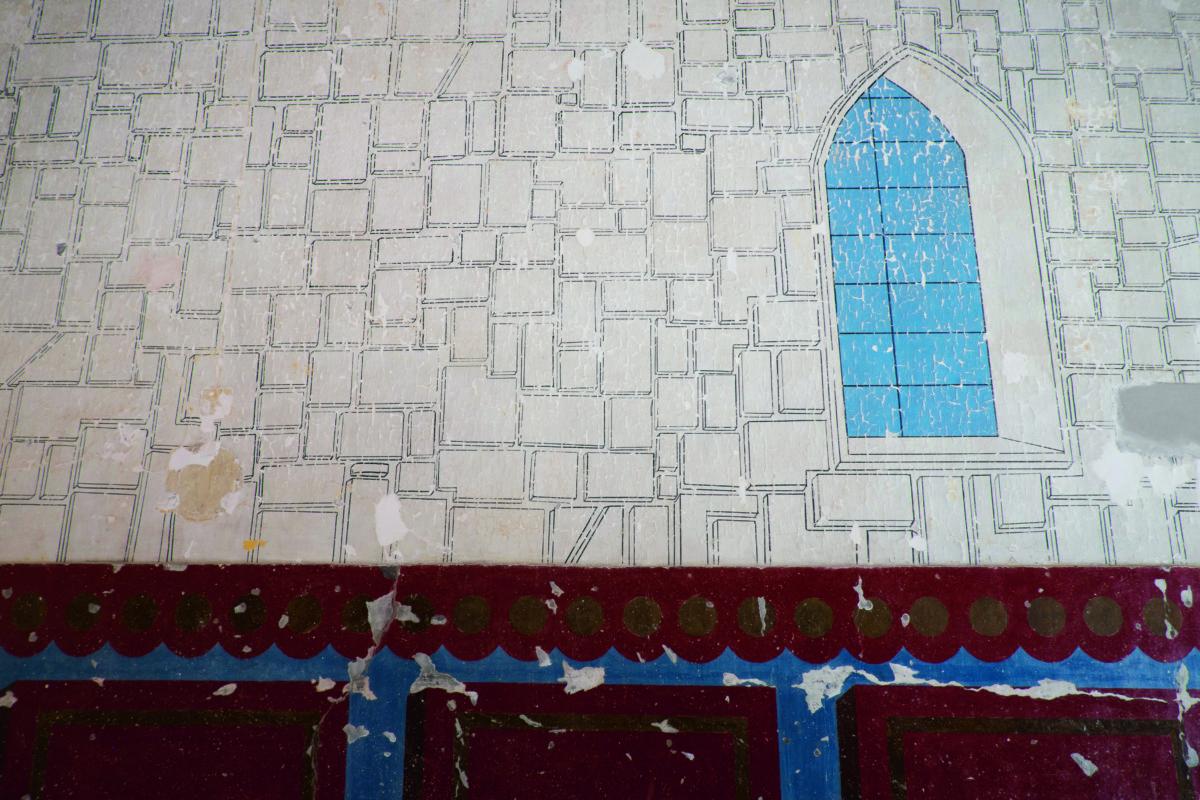 談及原真性,這個空間的牆身復修前有油漆覆蓋,但復修時發現底層藏有油畫,便剷走油漆盡量保留原作,保育人員估計這裏曾是教堂。