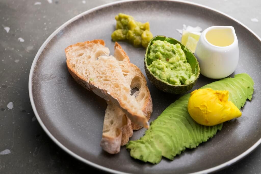 The Ultimate Avo Toast//牛油果All Day Breakfast,內裏有三款不同質感、味道的牛油果,配多士吃有不同的效果。
