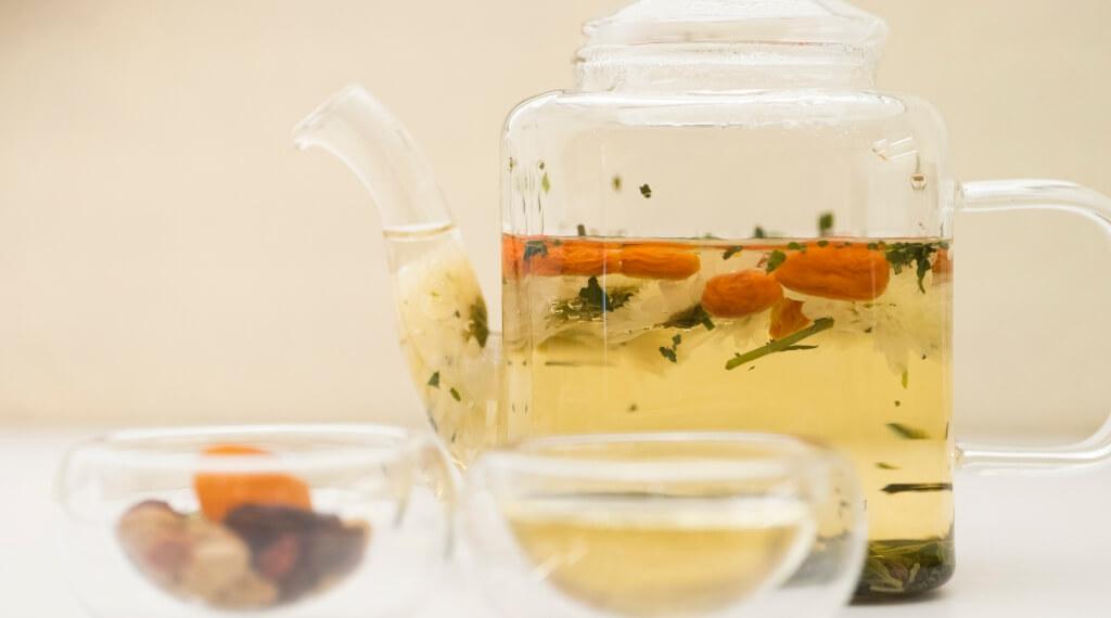 菊花杞子薄荷茶//明亮透徹的茶湯,帶有花香和杞子甜,餘韻帶涼感。($68壺)