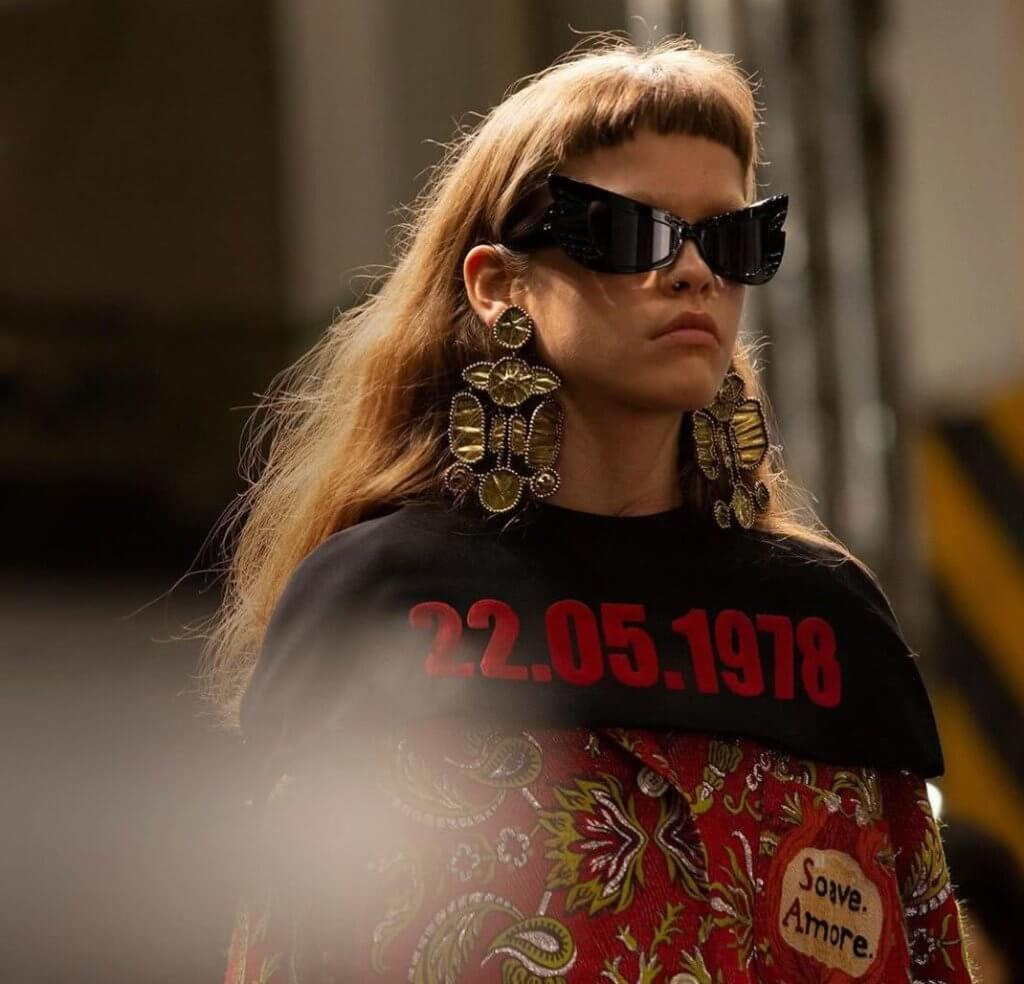Gucci Cruise 2020 系列來說,其中一件印有「22.05. 1978」字樣的夾克,象徵意大利史上墜胎合法化,同時向保護女性身體自主權致敬