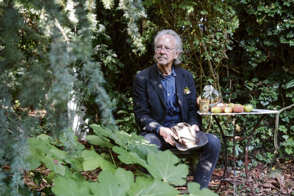 2019年頒給七十六歲的奧地利作家彼得‧漢克(Peter Handke),他接受訪問時直言獲諾 獎給他前所未有的「完全自由」的感覺。