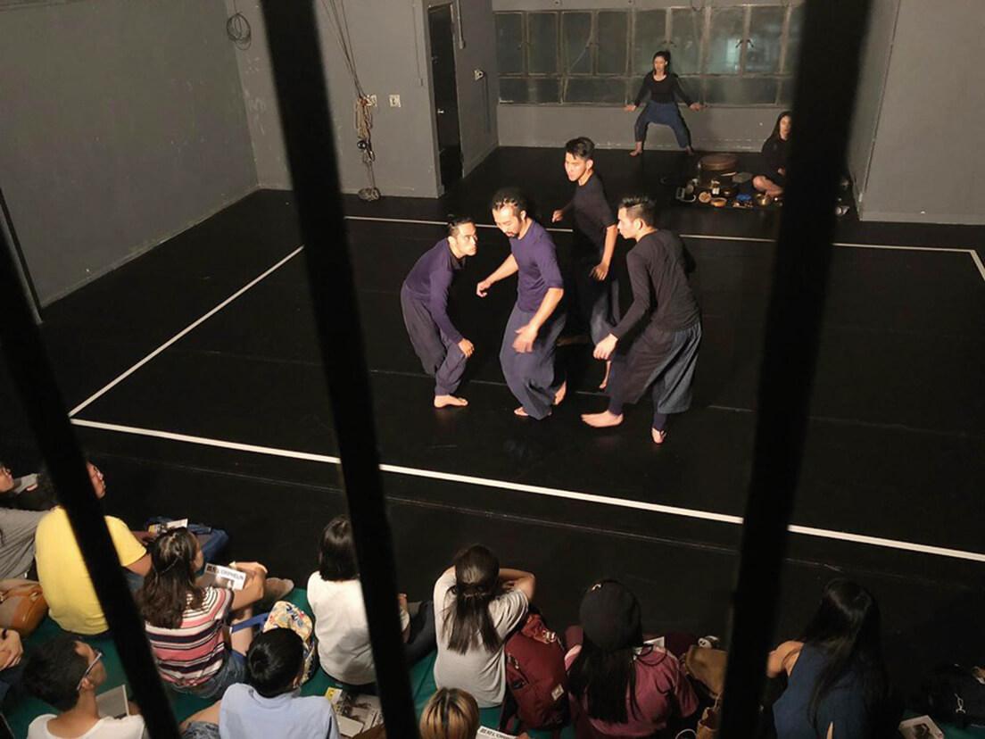 9月22日晚的尾場因沙田大會堂閉館而被迫取消,綠葉劇團決定移師到劇團位於紅磡的排練室免費演出。