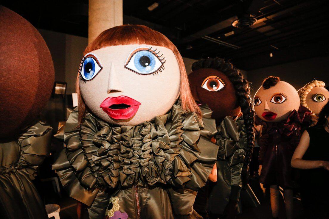 Viktor & Rolf 2016高訂系列的娃娃頭套。