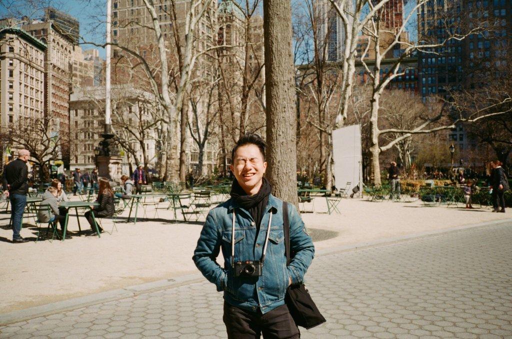 從2015年正式開始時裝攝影工作的香港攝影師Harrison Tsui,平日除了為雜誌拍攝fashion story和封面照,更會到時裝周拍攝街拍和後台照片。