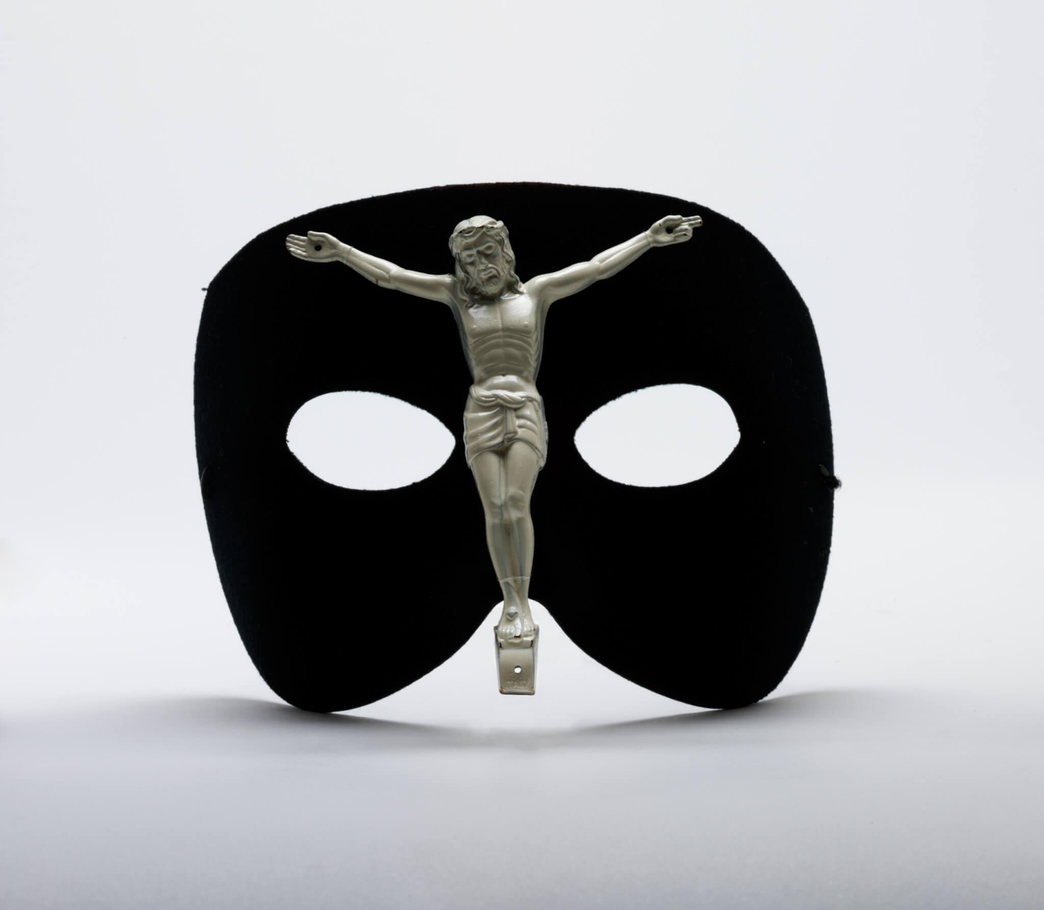 McQueen根據Joel-Peter Witkin畫作為靈感的Jesus Mask。