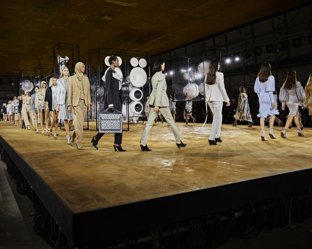 burberry-spring_summer-2020-finale_002