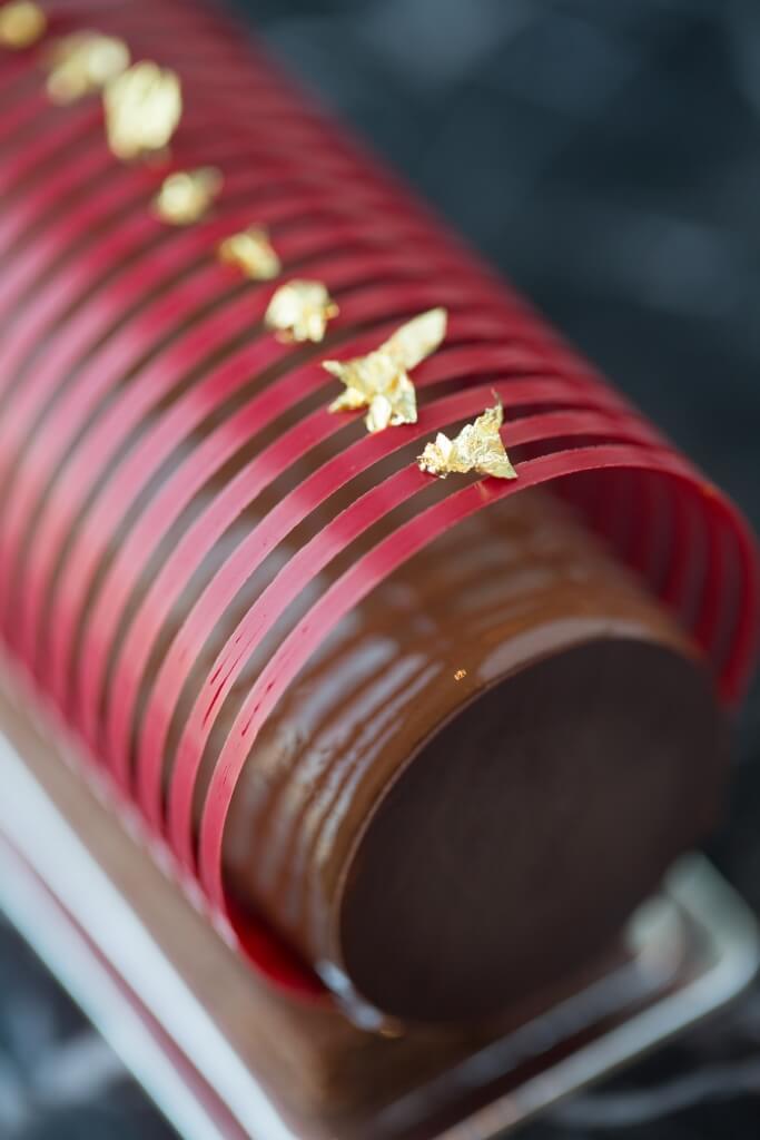 如此模樣的Black Forest,完全顛覆人們對傳統黑森林蛋糕的舊有印象,Holger將朱古力慕絲、車厘子confit、無麵粉朱古力海綿蛋糕等細部組件重新整合,變成Butterfly Patisserie專有的house flavour。($68)