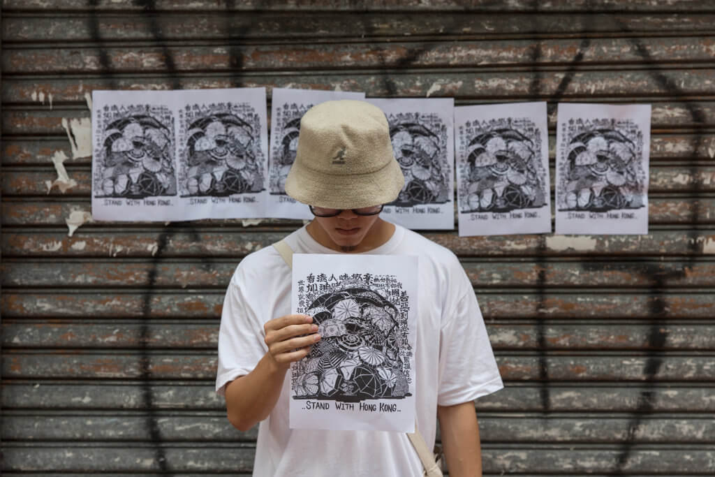 Boms是街頭藝術家,但在抗爭的日子,他把自己當作是文宣的人員,跟香港人一同付出就好。