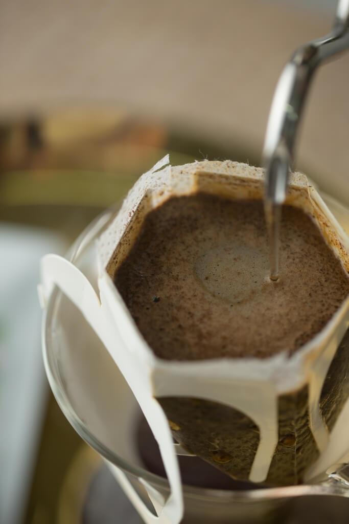 越南哥霍村的咖啡豆,經深 烘焙後能做成掛耳包。