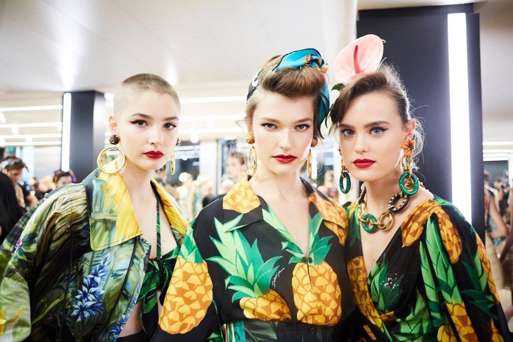 dolce-and-gabbana-summer-2020-woman-fashion-show-backstage-07