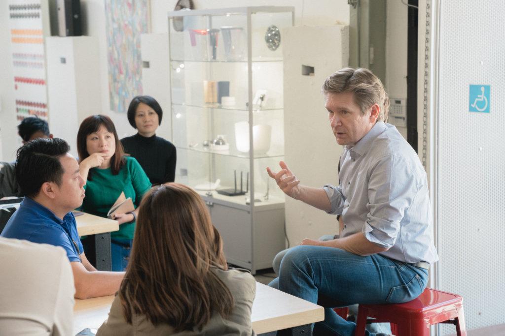 Whipsaw 創辦人Dan Harden在三藩市向交流團闡述其設計意念