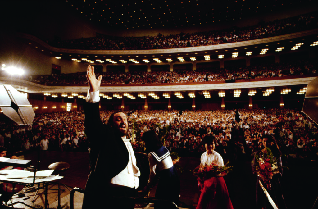 Pavarotti performs at the People's Assembly in Peking, China. (Photo by  Vittoriano Rastelli/CORBIS/Corbis via Getty Images)