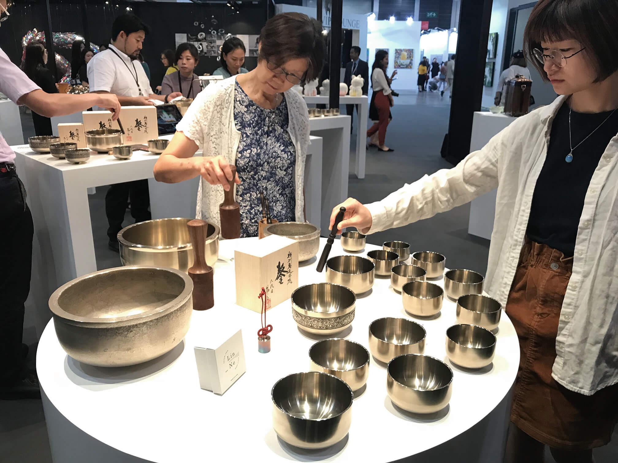 場中也有日本匠人的角落,帶來日本的頂級工藝,觀眾可近距離接觸、把玩。