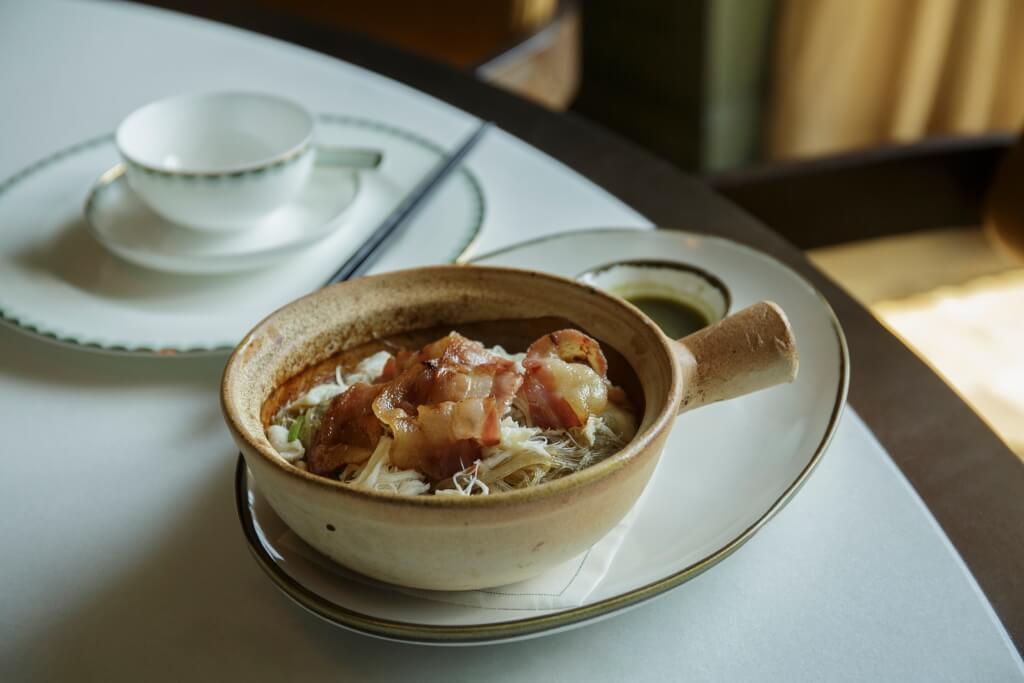 這裏的中式美食,如藍蟹 粉絲及鮮蘑菇素餃都是香港會社獨家供應。
