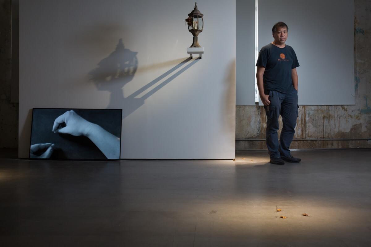 本地藝術家程展緯,創作着重社會介入,作品經常回應與質疑社會問題,2016年獲頒香港藝術發展局的藝術家年獎(視覺藝術)。