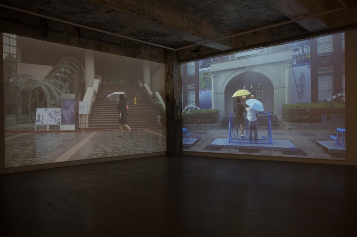 《液化陽光》另一部分是在港台兩地的藝術館前創造「假雨景」