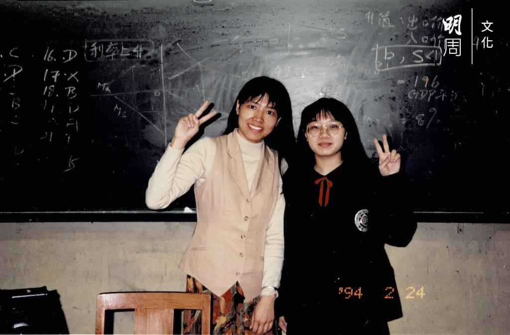 左邊是郭慧蘭,右邊是94年中七畢業班的林慧嫻。