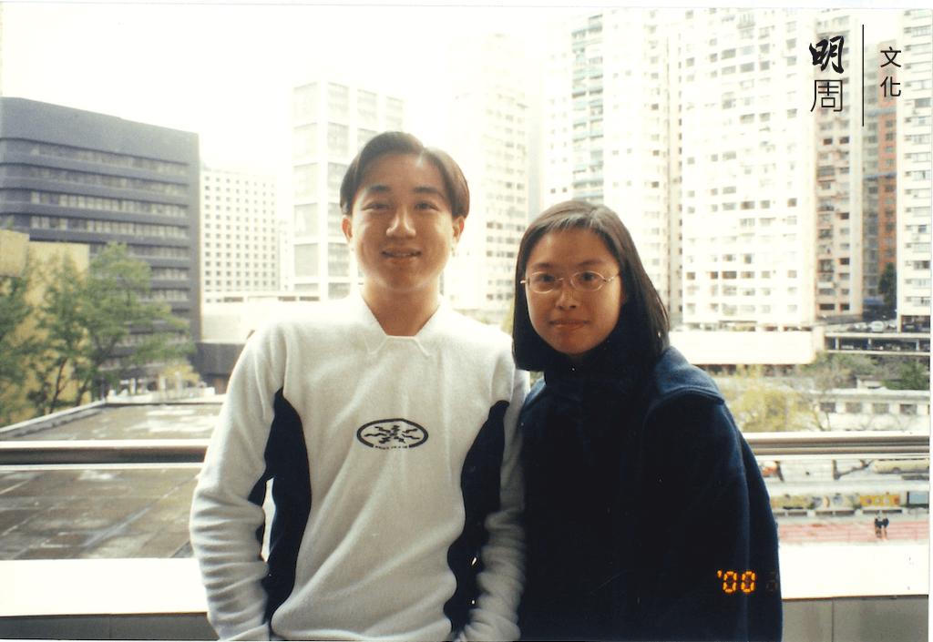 潘曉玲(右)讀中五的時候,何力高是她的中文科老師。