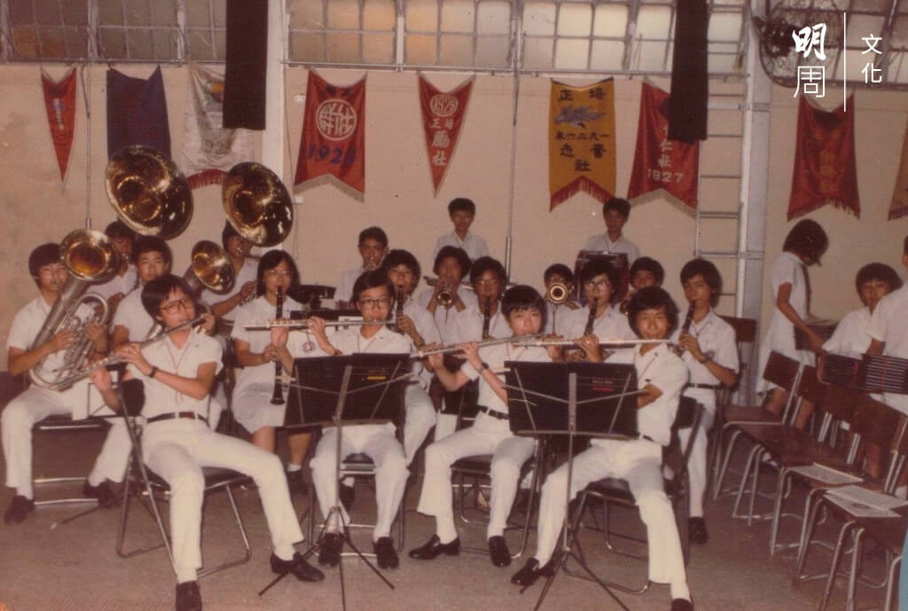 葉展漢加入銀樂隊那一年,剛好青黃不接,只有十九位成員,前排右二吹長笛的是林映秋。