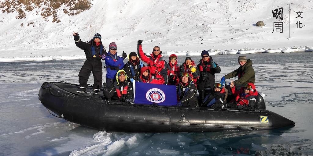 校友一向支持學校和學生的發展,去年曾募集出團經費,讓極地專家兼校監何建宗,帶同十二位中學生,參加「北極科研考察之旅」。培正是香港第一間自行組團去北極的中學。