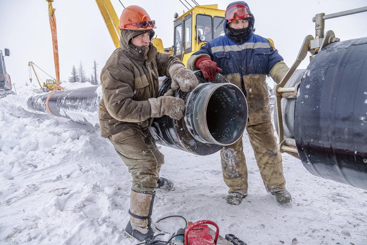 工人正在接駁天然氣的管道,金峰說,這管道有象徵意義,只要俄羅斯需要制裁歐洲,關掉這個管道便可。
