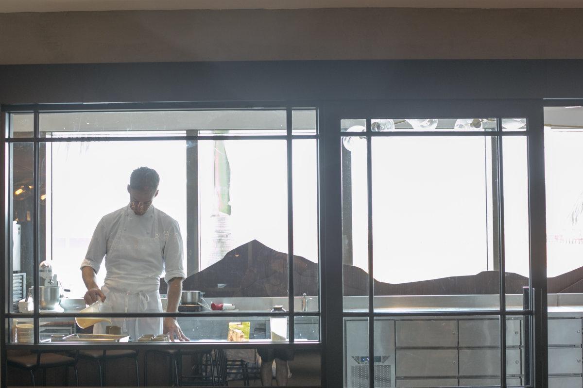 餐廳的實驗室廚房採光度充足,活動空間也寬敞。相信這樣的工作環境,才能激發更多創意。