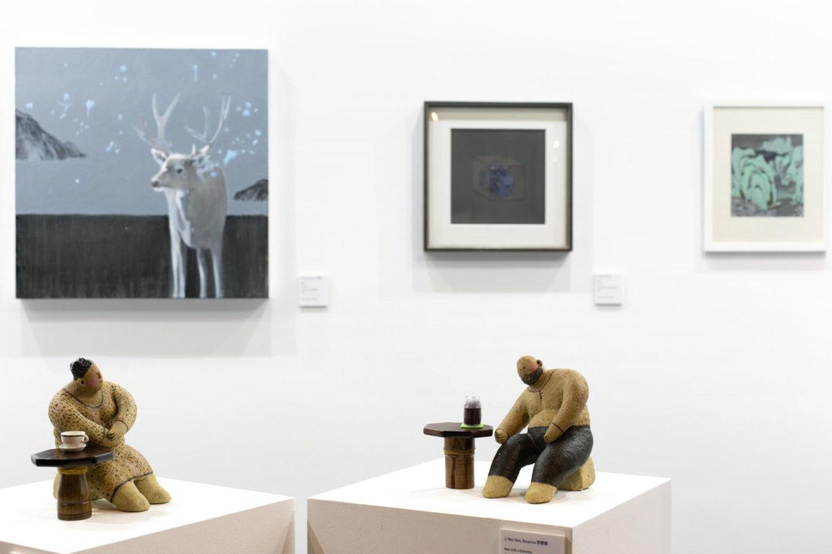 除傳統古董等物品,也有展商帶來當代藝術品如雕塑、畫作等。