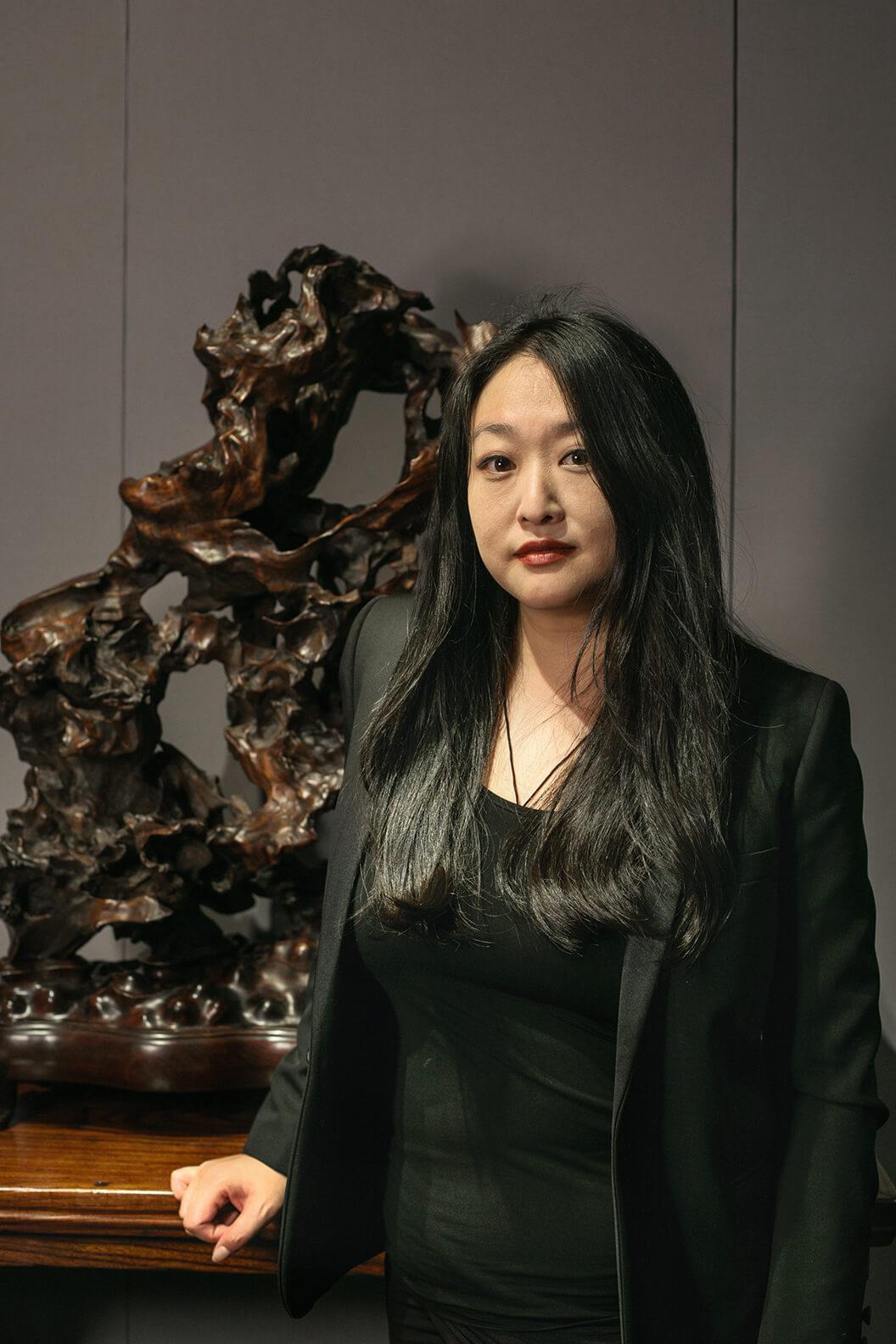 江苑儀參與藝博多年,專注文房珍品,認為香港的地位無可取代。