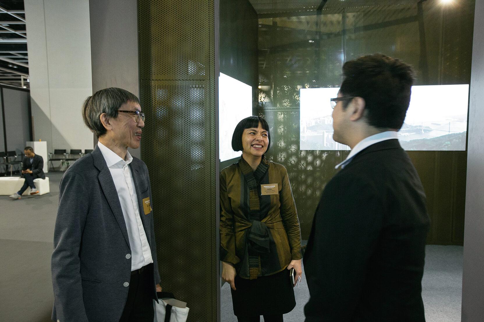 (左起)香港建築師嚴迅奇、副館長王伊悠等為香港故宮的未來籌劃藍圖