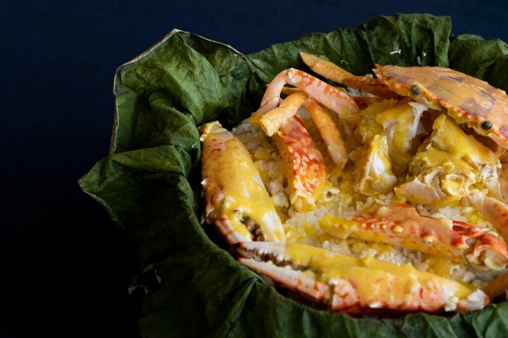 荷香北海道米蒸花雕蟹 // 花雕蒸蟹本就是海都的首本名菜,現只將它加入北海道夢美人米,相得益彰。(時價 / a.)