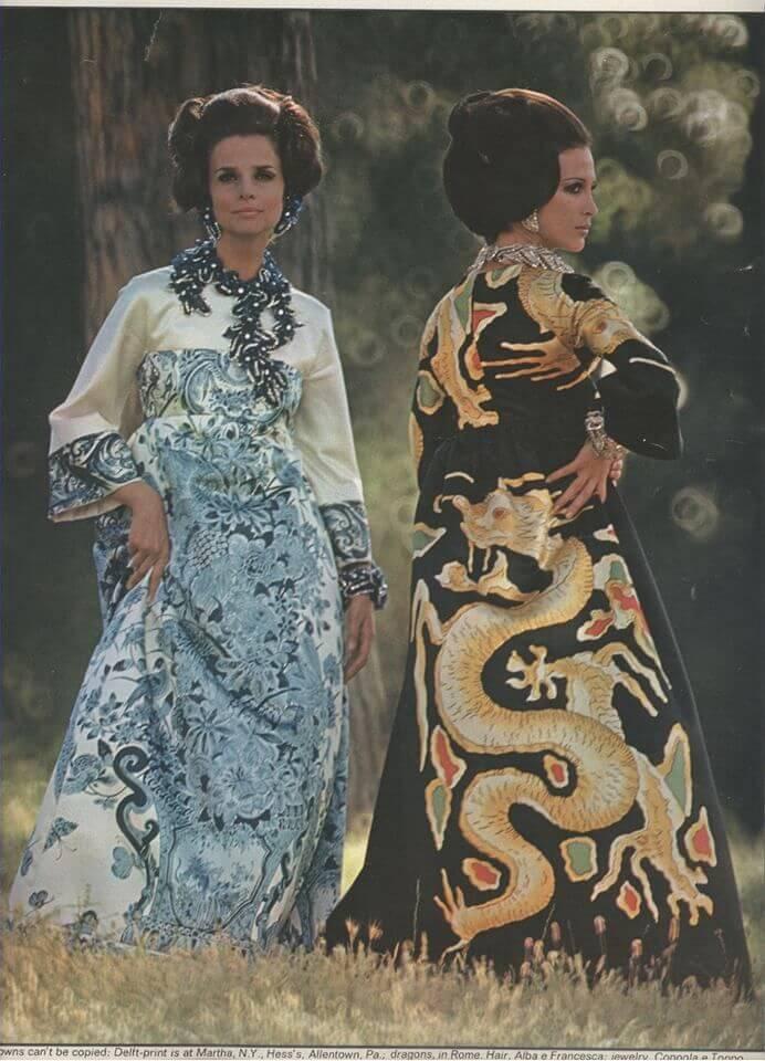 Valentino曾以中國園林為靈感打造一件藍白柳樹印花長袖禮服裙。