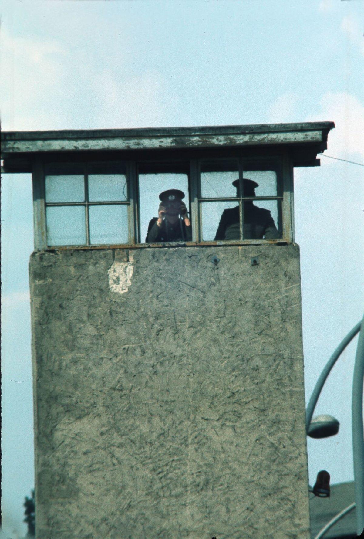 1975年,冷戰時期柏林圍牆的瞭望塔。(圖片: 法新社)
