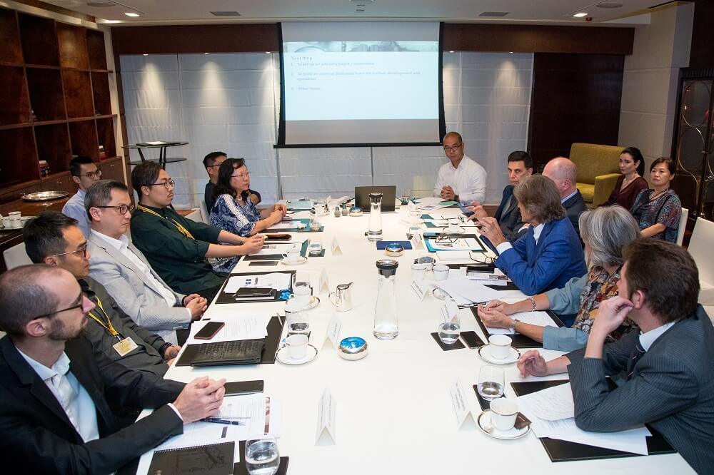 珠寶業界人士商討Loupe珠寶研學院發展計劃。