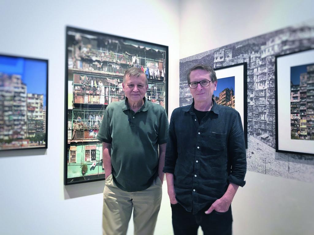 英國建築師Ian Lambot(左)及加拿大攝影師Greg Girard在展覽現場