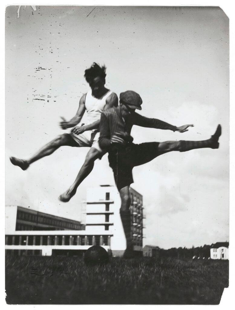 Gropius曾委託攝影師兼建築師Erich Consemüller記錄校園生活,留下不少珍貴照片。