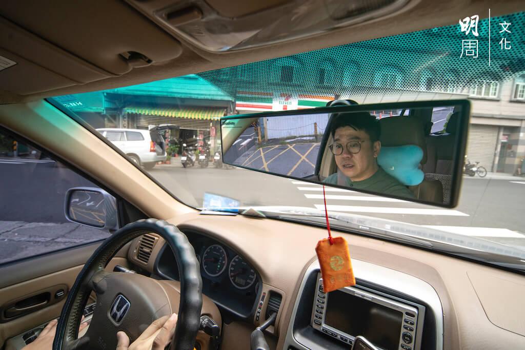 來到宜蘭半年後,Issac買了一輛二手車,開車到學校十五分鐘,去台北也是四十分鐘。