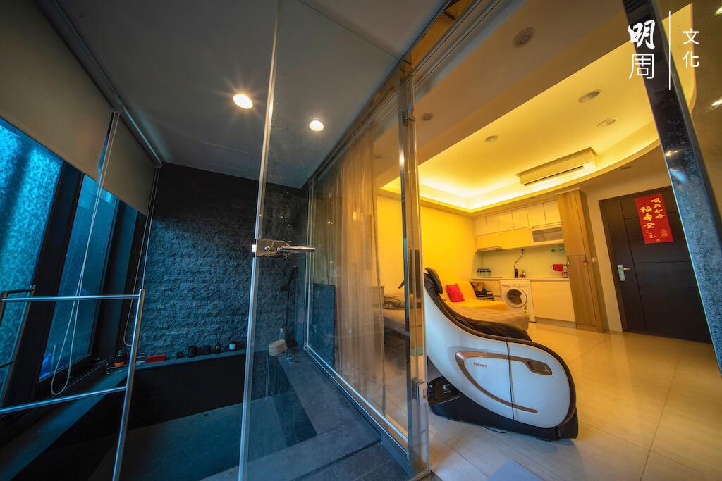 「湯屋」特色,就是設有私家溫泉。家中實用面積不大,感覺上像一間酒店房。