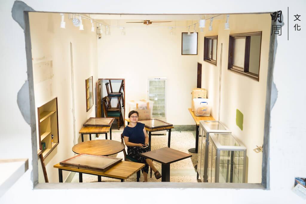 記者到埗之際,慧沁正忙着搬遷和裝修新店,廚房與用膳區之間的玻璃還未安裝,背後的白牆,如今已塗上她最喜歡的墨綠色。