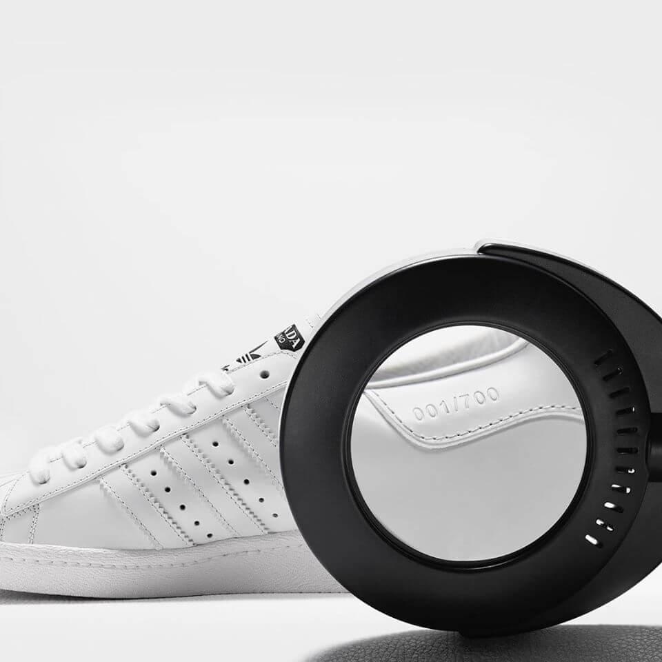 這雙球鞋全球限量七百對,由全粒面皮革打造,於意大利原廠產製。
