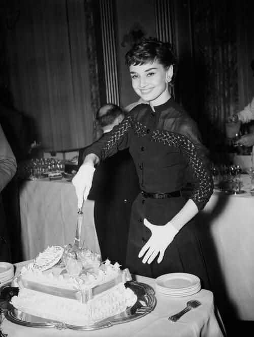 Audrey Hepburn在Claridge's 酒店舉辦《羅馬假期》慶功宴