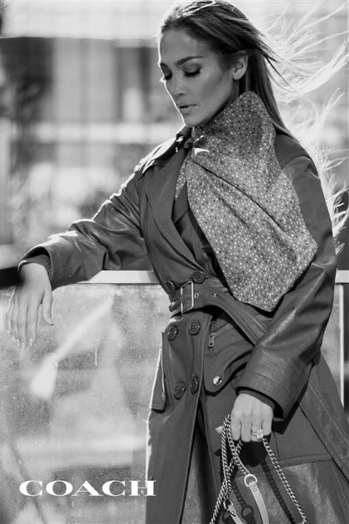 COACH最近宣布五十歲的Jennifer Lopez成為全新代言人