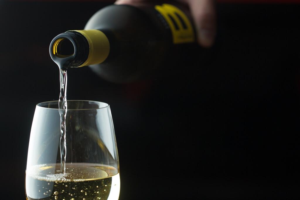 純素葡萄酒//特別從澳洲引入的素葡萄酒,在釀製過程中以黏土作澄清,味道清新,果味濃重。($320/瓶)